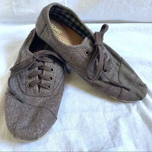 Toms brown lace up shoes Size 7.5